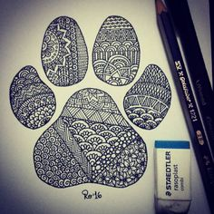 Zentangle wolf/dog paw. Huella de perro/lobo. By Rocío Bermúdez
