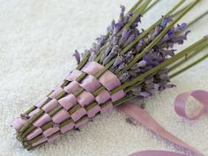 What a unique and awesome idea! Diy For Bags, Lavender Bags, Clematis, Potpourri, Etsy, Lilac, Christmas Wreaths, Braids, Creations