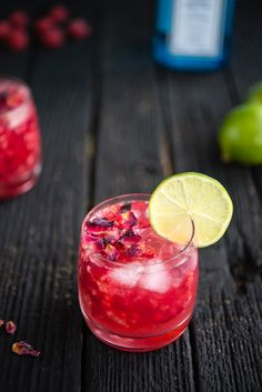 Its World Gin Day and we have the perfect recipe for you! Try out this amazing Raspberry Rose Gin & Tonic recipe today! Gin Tonic, Gin & Tonic Cocktails, Tonic Water, Summer Cocktails, Tonic Drink, Gin Fizz, Cocktail Gin, Cocktail Original, Vodka