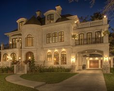 Traditional Exterior Driveway Design, Pictures, Remodel, Decor and Ideas - page 51