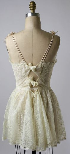 Short Nightgown back, circa 1956