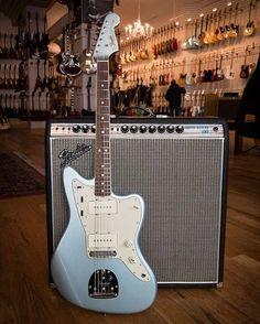 Fender Bass Guitar, Fender Electric Guitar, Cool Electric Guitars, Fender Guitars, Leo Fender, Guitar Girl, Cool Guitar, Fender American Vintage, Fender Jaguar