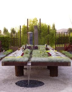 now THAT'S an outdoor garden dining table!!! planted dining table with water runnel and fountain, designed by Suzanne Biaggi and Patrick Picard, was one of the most popular display gardens at The Late Show Gardens at Cornerstone in Sonoma earlier this fall......