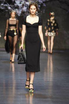 Dolce & Gabbana Woman Catwalk Photo Gallery – Fashion Show Summer 2014 Ahhh the shoes the bag. Dolce & Gabbana, Dolce Gabbana Online, Love Fashion, Runway Fashion, Fashion Show, Womens Fashion, New Years Dress, Catwalks, Italian Fashion