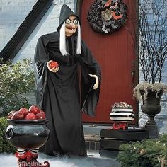 Snow White Old Hag Woman Witch Apple Halloween Prop Figure Disney Life Size Move