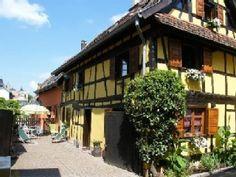 Das gelbe FerienhausFerienhaus in Vendenheim von @homeaway! #vacation #rental #travel #homeaway