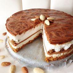 Sweet Cinnamon Cheesecake - Oh My Pie! Dutch Recipes, Sweet Recipes, Baking Recipes, Cake Recipes, Breakfast Cheesecake, Weigt Watchers, Cinnamon Cheesecake, Baking Bad, Happy Foods