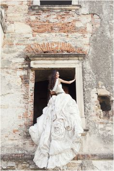 Stunning Romana Ghita-Urmanczy wedding gown // Manu Petra Photography //