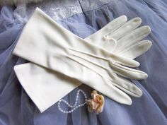 Vintage wedding gloves. White gloves formal evening or prom gloves. bridal gloves. 1950's rockabilly glamour style by thevintagemagpie01 on Etsy