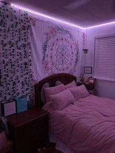 Neon Bedroom, Purple Bedrooms, Trendy Bedroom, Bedroom Colors, Apartment Bedroom Decor, Room Ideas Bedroom, Diy Bedroom, Bedroom Inspo, Bedroom Inspiration