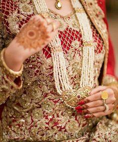 .... Pakistani Bridal Couture, Pakistani Wedding Dresses, Bridal Dresses, Dulhan Dress, Hyderabadi Jewelry, Pakistan Wedding, Indian Costumes, Desi Bride, Asian Bridal