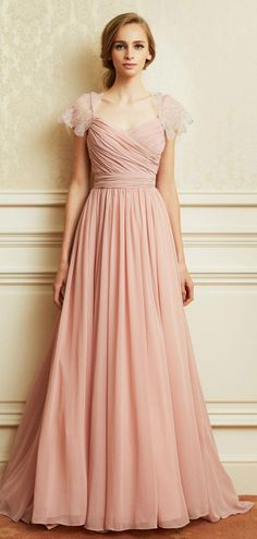 This dress looks similar to the one Hermine wore in Harry Potter. Wedding Bridesmaid Dresses, Wedding Gowns, Prom Dresses, Formal Dresses, Elegant Dresses, Beautiful Dresses, Dress To Impress, Evening Gowns, Ball Gowns