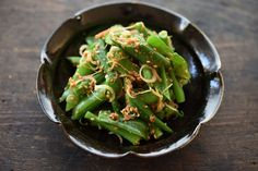いちばん丁寧な和食レシピサイト、白ごはん.comの『ごま和えの基本』のレシピページです。単品の野菜でごま和えを作るコツはもちろん、いくつかの野菜を組み合わせてごま和えを作るときのポイントも合わせて紹介します。