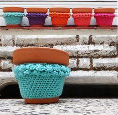 Alma Singer: Especial Día del Amigo para una Argentina Campeona Flower Pots, Pot Holders, Macrame, Turquoise, Friends, Sun, Mom Presents, Dressmaking, Decorated Flower Pots