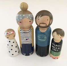 Power bun for mommy Wood Peg Dolls, Clothespin Dolls, Wooden People, Dolly Doll, Operation Christmas Child, Kids Wood, Doll Painting, Wooden Pegs, Kokeshi Dolls