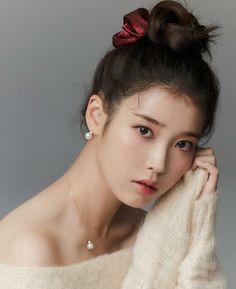 Iu Fashion, Fashion Poses, Cute Korean Girl, Asian Girl, Iu Twitter, K Idol, Korean Actresses, Korean Celebrities, Celebs