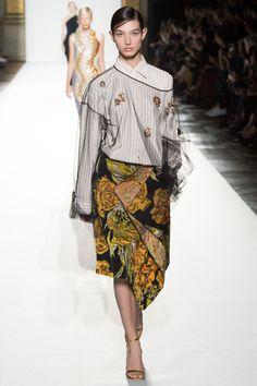 Dries Van Noten Spring 2018 Ready-to-Wear  Fashion Show - McKenna Hellam