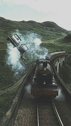 15 Fondos de pantalla inspirados en Harry Potter para llenar de magia tu celular Hogwarts Express traveling at full speed through England and as your [. Harry Potter Tumblr, Images Harry Potter, Arte Do Harry Potter, Theme Harry Potter, Harry Potter Movies, Harry Potter Hogwarts, Harry Potter World, Harry Potter Flying Car, Always Harry Potter