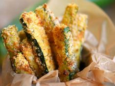 Your new favorite way to eat zucchini! These Baked Parmesan Zucchini Fries are loaded with flavor and baked to golden perfection! The perfect way to use up your summer bounty! // Mom On Timeout Zucchini Chips, Parmesan Zucchini Fries, Bake Zucchini, Vegetable Dishes, Vegetable Recipes, Vegetarian Recipes, Cooking Recipes, Healthy Recipes, Spaghetti Sides Dishes