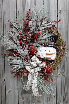 50 Wonderful Christmas Decorating Ideas To Make Your Holiday Bright and Merry – Random Talks Country Christmas, Christmas Snowman, Winter Christmas, Merry Christmas, Snowman Wreath, Elegant Christmas, Christmas Ornaments, Wreath Crafts, Christmas Projects