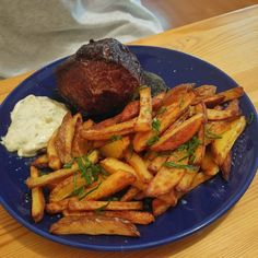 Prove me wrong if my man isnt the best one!!! @madle_o  Odměna za zkoušky  steal z jihoamerického hovězího domácí hranolky a domácí tatarka..no nejdokonalejší žrádlo#best #boyfriend #man #ever #love #him #cook #homemade #fries #home #made #mayo #meal #meat #steak #southamerica #czechrepublic #prague #foodporn #omg #fucking #awesome #foodoftheyear #pictureoftheday #on a #diet ha.. by beranovakatka