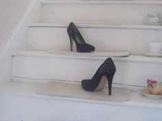 high heel shoes, £4.50
