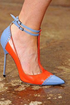 me encantan estos colores..combinan super bien... Talons Oranges, Me Too Shoes, Fab Shoes, Pretty Shoes, Dream Shoes, Crazy Shoes, Beautiful Shoes, Cute Shoes, Women's Shoes