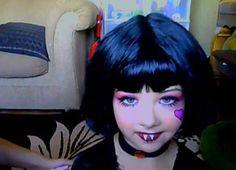 Maquillaje-de-Draculaura-de-Monster-High-para-Halloween