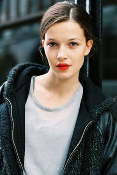 I love the way this young woman looks - love how the red lips elevate the casual look just enough....