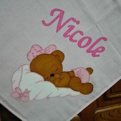 Fralda cor-de-rosa 100%co. Ursinha na almofada para a minha princesa Nicole