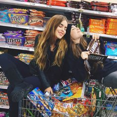 When your with your BFF Tumblr Bff, Friend Tumblr, Tumblr Girls, Image Tumblr, Friendship Photos, Donia, Tumblr Photography, Bff Pictures, Best Friend Pictures