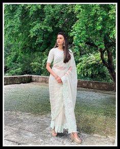 Girls Fashion Clothes, Girl Fashion, Fashion Outfits, Erica Fernandes Hot, Kasavu Saree, Sarees, Celebrity Photography, Indian Tv Actress, Cute Celebrities