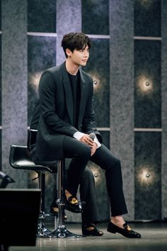 [STARCAST] Lee Jong Suk's full story behind the fan meeting captivated Japanese women's hearts Hello! Today I brought Lee Jong Suk's story who is the best Hallyu star as well as. Lee Jong Suk Cute, Lee Jung Suk, Asian Actors, Korean Actors, Choi Jin, Lee Young, W Two Worlds, Han Hyo Joo, Man Lee