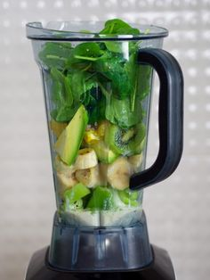 Best Blenders For Green Smoothies 2020 - Hildy Akid Healthy Cocktails, Detox Drinks, Vegetable Smoothies, Fruit Smoothies, Kitchen Blenders, Best Green Smoothie, Green Juice Recipes, Smoothie Blender, Best Blenders