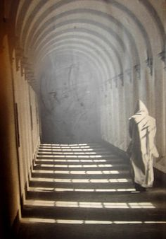 Cloister walk- may our hearts be cloistered for you sweet Jesus! Les Religions, Dark Places, Kirchen, Roman Catholic, Medieval, Mystery, Faith, Solitude, Book 1