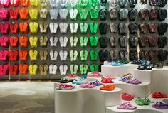 How something like selling slippers can be a real experience!  Havaianas store by Isay Weinfeld, São Paulo