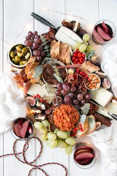 Easy Spanish appetizer with this Spanish inspired cheese and charcuterie board. Spanish Cheese, Spanish Tapas, Spanish Meals, Spanish Dinner, Spanish Recipes, Spanish Food, Tapas Platter, Antipasto Platter, Charcuterie Platter