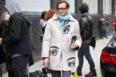 Hamish Bowles, International Editor at Large de Vogue USA http://www.vogue.fr/defiles/street-looks/diaporama/street-looks-a-la-fashion-week-printemps-ete-2014-de-londres-jour-1/15224/image/833769#!hamish-bowles-international-editor-at-large-de-vogue-usa