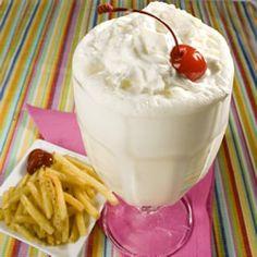 Fountain-style Vanilla Malt Shake With Cold Milk, Carbonated Water, Malted Milk Powder, Vanilla Extract, Vanilla Ice Cream Yummy Drinks, Delicious Desserts, Yummy Food, Healthy Desserts, Vanilla Malt Recipe, Ice Cream Drinks, Vanilla Milkshake, Milkshake Recipes, Malted Milk