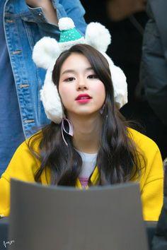 171117 목동팬싸인회 Nayeon, Kpop Girl Groups, Korean Girl Groups, Kpop Girls, Extended Play, Kpop Short Hair, Twice Chaeyoung, Twice Tzuyu, Baby Cubs