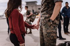Marine and Wife reuniting at their homecoming after a long deployment at Marine Core Air Station Miramar with VMFA 225 by Morning Owl Fine Art photography San Diego. Marine Girlfriend Pictures, Marine Boyfriend, Marines Girlfriend, Usmc Love, Military Love, Military Spouse, Country Couples, Romantic Couples, Cute Couples