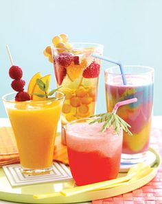Looking for refreshing summer drinks? Maximize your summer fun and learn how to make smoothies with these delicious fruit-flavored smoothie recipes today! Summertime Drinks, Summer Drinks, Summer Sangria, Cocktail Drinks, Cocktail Shaker, Fruit Drinks, Detox Drinks, Nutrition, Refreshing Drinks