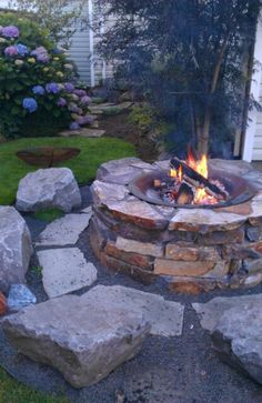 Fire pit love Cheap Fire Pit, Easy Fire Pit, Cool Fire Pits, Backyard Seating, Fire Pit Backyard, Backyard Landscaping, Backyard Ideas, Landscaping Design, Fire Pit Landscaping Ideas