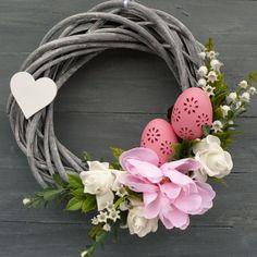 Velikonoční věneček 1 Flower Arrangement Designs, Flower Arrangements, Diy And Crafts, Arts And Crafts, White Wreath, Easter Party, Easter Wreaths, Faux Flowers, Easter Crafts