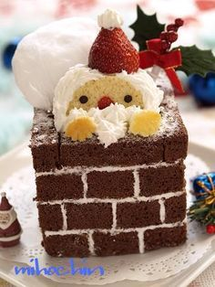santa cake discovered by Hikachi on We Heart It Christmas Party Food, Christmas Sweets, Christmas Baking, Santa Cake, Gateaux Cake, Cute Desserts, Xmas Cookies, Brownie, Bakery Recipes