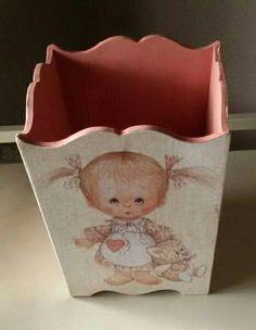 Papelera infantil. Todo el material en Topaz Madrid. Wooden Boxes, Napkin, Madrid, Decoupage, Elsa, Baby Shower, Crates, Washroom, Box