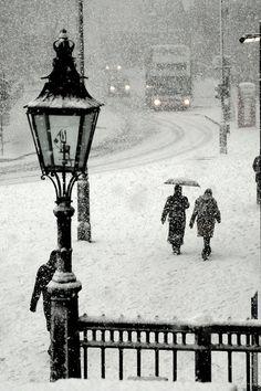 Snow in London - Trafalgar Square