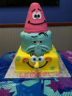 Spongebob theme cake - ok, so SOMEBODY has to make me this cake or I& making it for myself! Pretty Cakes, Cute Cakes, Spongebob Torte, Fondant Cakes, Cupcake Cakes, Pastel Mickey, Decors Pate A Sucre, Spongebob Birthday Party, Cake Birthday