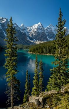 Moraine Lake Banff National Park, 14 kilometres outside Village of Lake Louise, Alberta , Canada