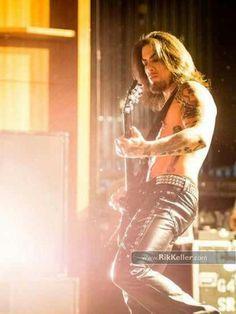 Dave Navarro... good god hes hot.